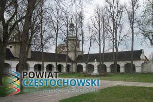 Kościół - Św. Anna - Dziedziniec klasztorny - Lotek70 / Wikipedia / CC0