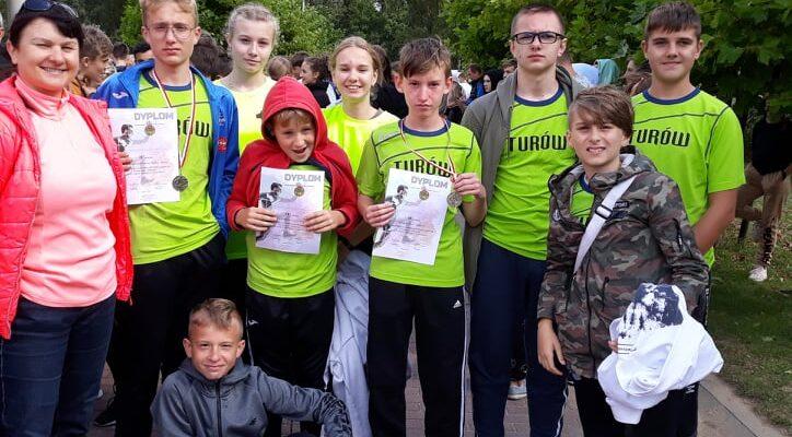 Podium dla zawodników Szkoły Podstawowej w Turowie